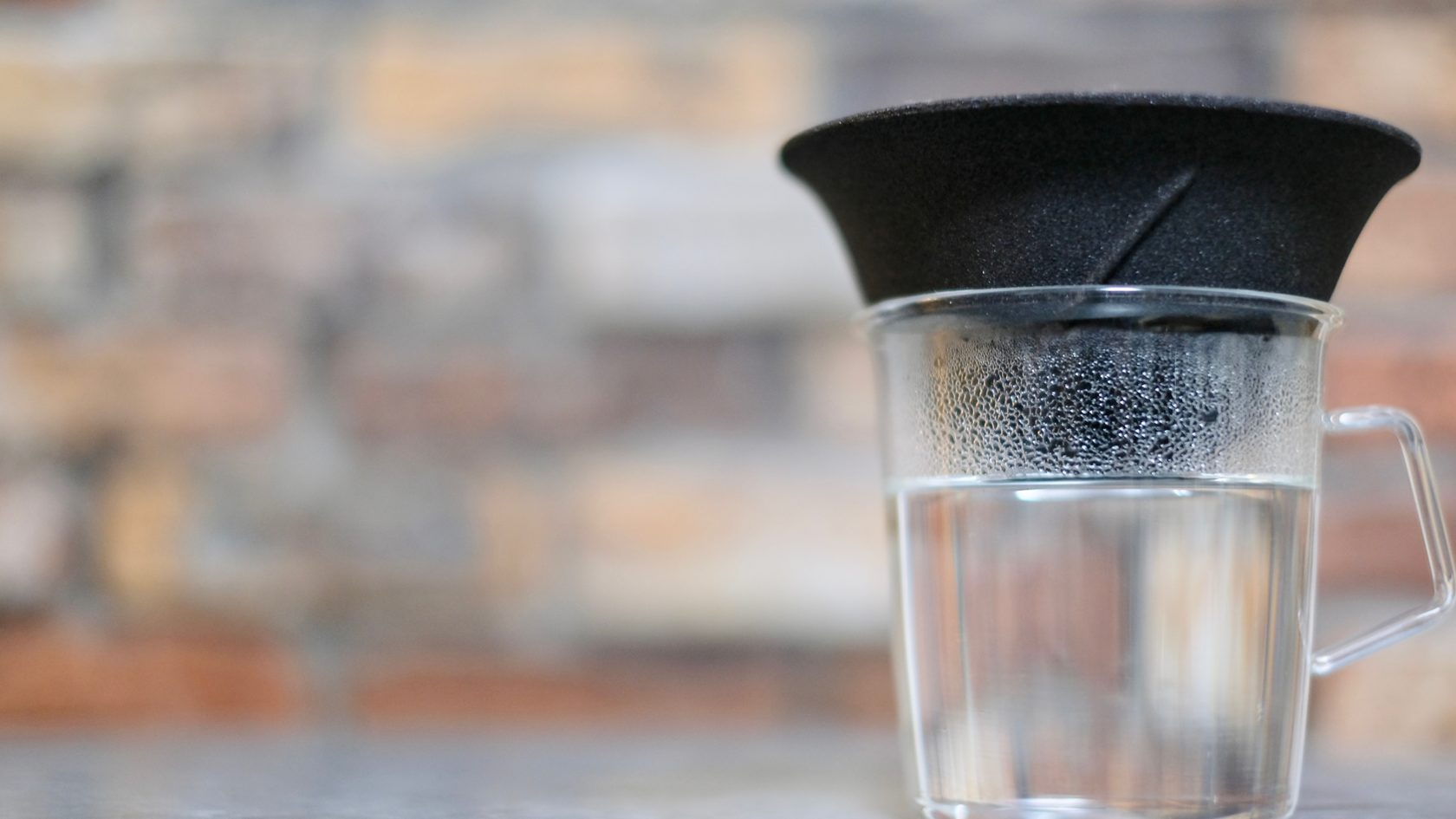 これが白湯の飲み方のスタンダード。LOCAセラミックフィルターで身体が喜ぶ美味しい水を